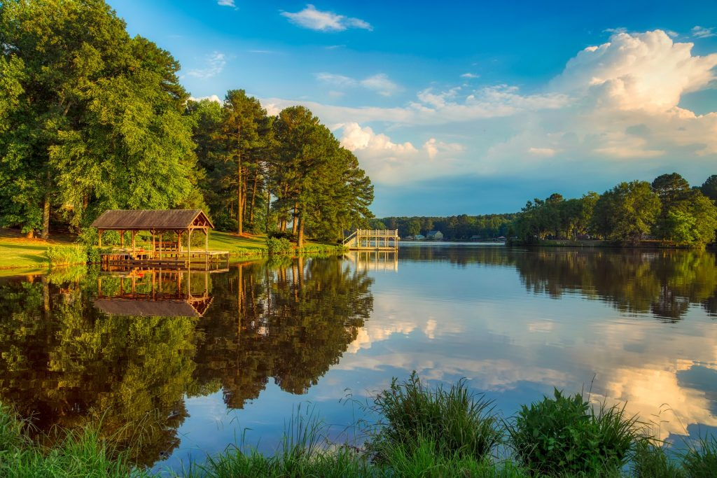 Bunn Lake. Image by 1778011 from Pixabay